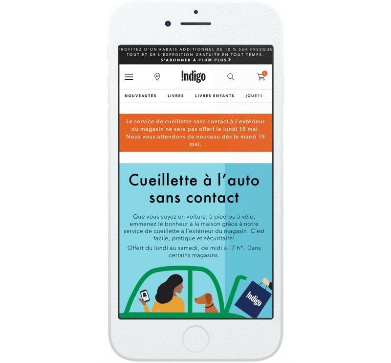 Sur son site Web, Indigo fait la promotion de son service de cueillette sans contact à l'extérieur du magasin et de son option de livraison gratuite.