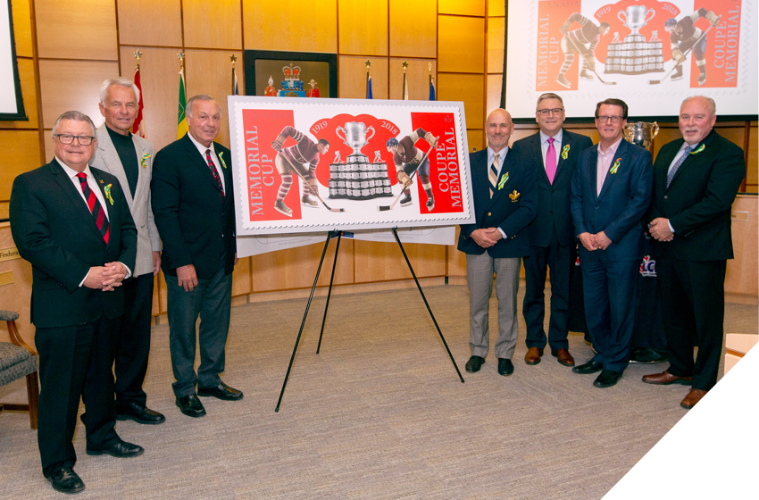 MP Ralph Goodale and former NHL players Dennis Sobchuk, Guy Lafleur and Ed Staniowski with Memorial Cup stamp. Also on the photo: Canada Post CEO Doug Ettinger, Regina Mayor Michael Fougere and CHL President David Branch.